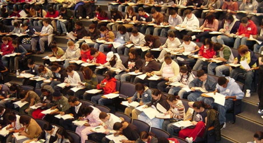 2700 υποτροφίες ύψους 520 ευρώ/μήνα σε φοιτητές από το Υπουργείο Παιδείας