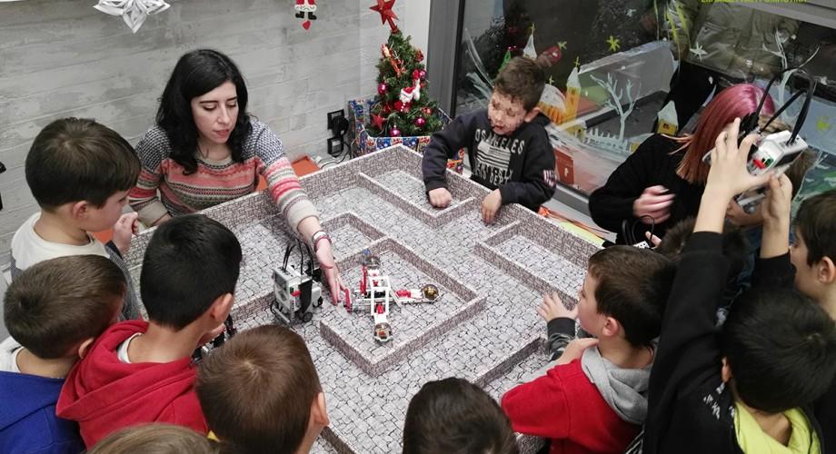 Χριστουγεννιάτικο μάθημα ρομποτικής για τους μαθητές της A & B Junior