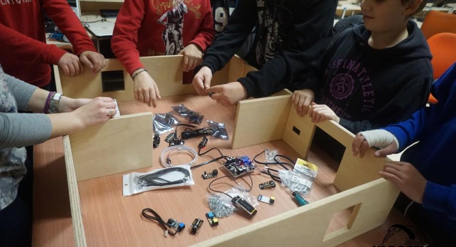 Έξυπνο σπίτι με πολλές λειτουργίες και αυτοματισμούς απο τους μαθητές μας